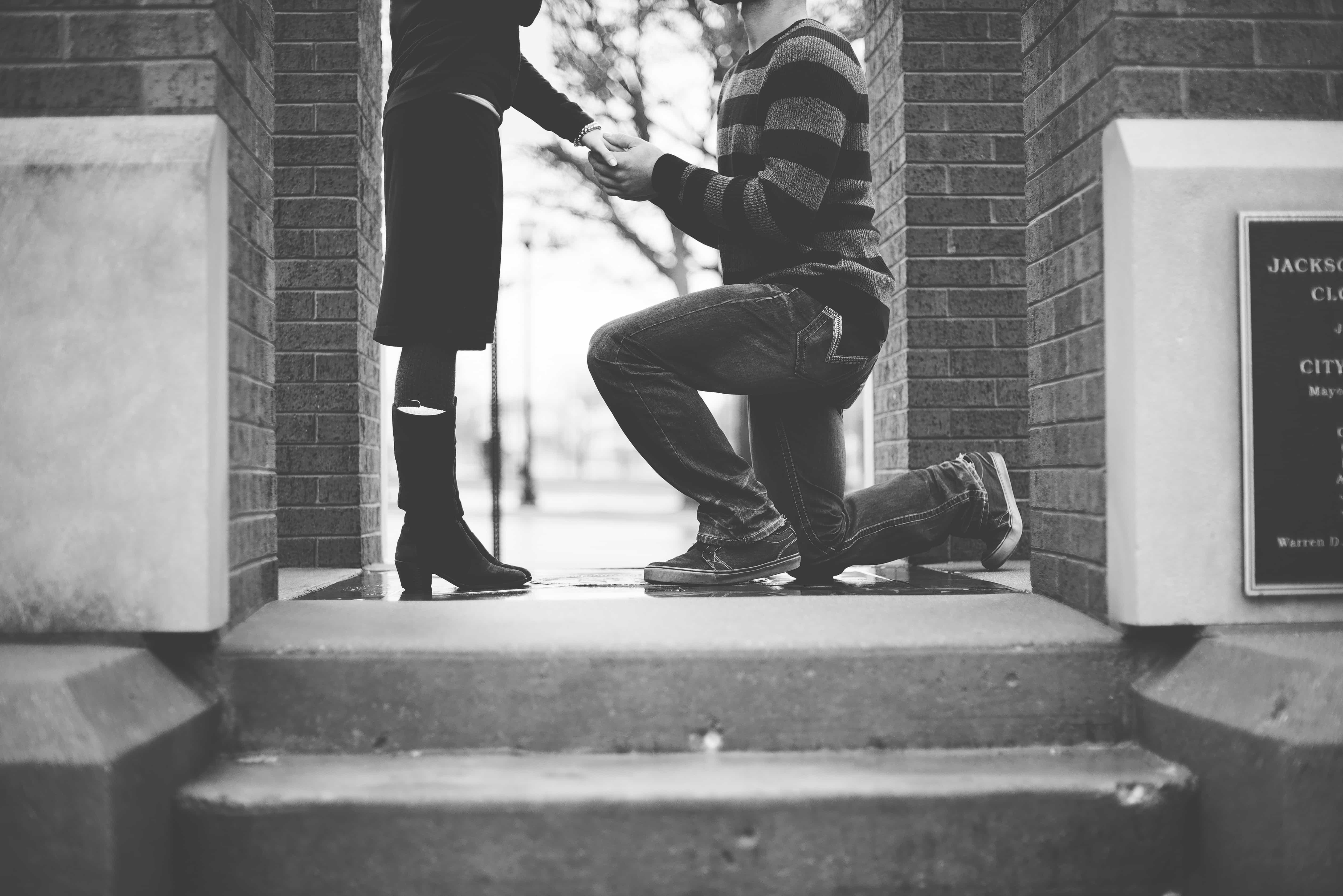 Boyfriend proposing to girlfriend - the proposal