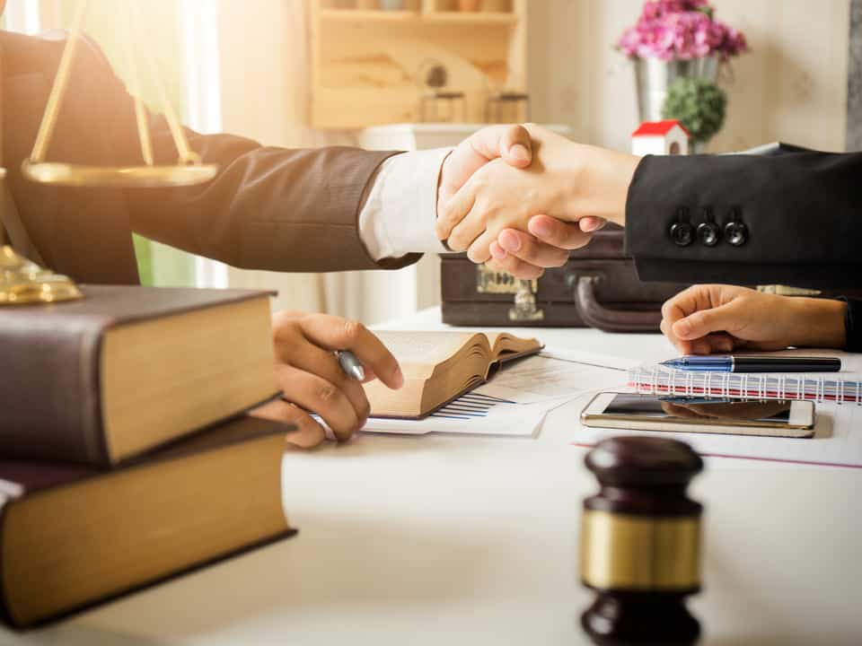 Why a Top Divorce Lawyer is Vital for a Hassle-Free Break Up