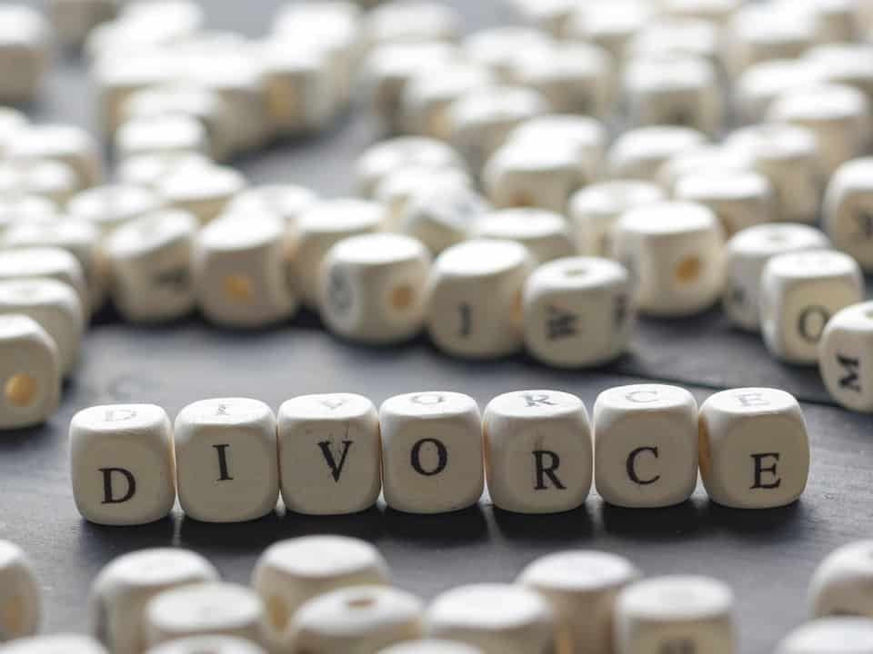 The word divorce spelt out in dice facing the screen