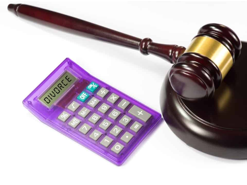 The word divorce on a calculator next to a hammer and gavel showing estimating how does a divorce cost